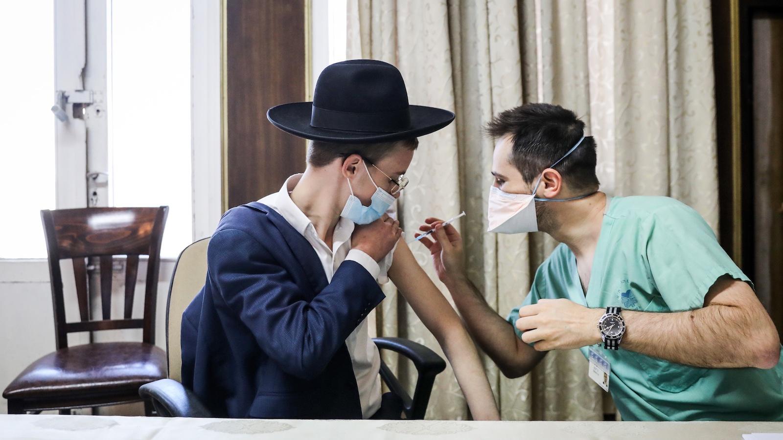 Itt a nagy izraeli vakcinakísérlet eredménye: sokkal jobb a …