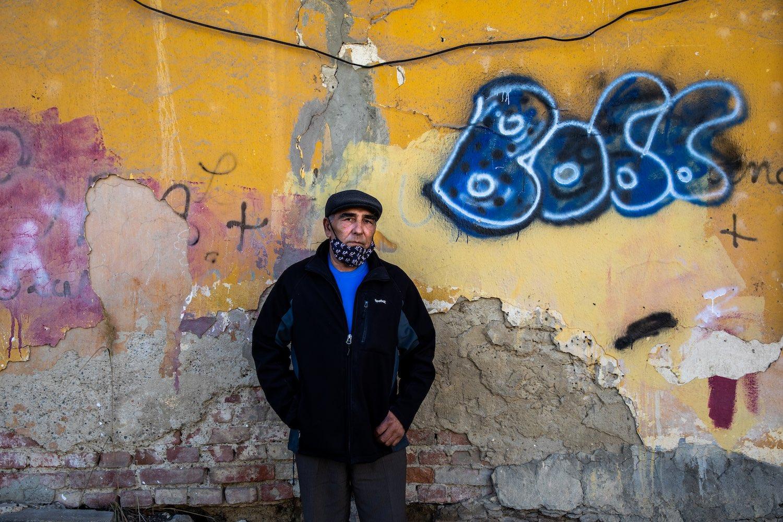 Hranek Ferenc a Zöldfa utcai kolónia előtt. Fotók: Válasz Online/Vörös Szabolcs