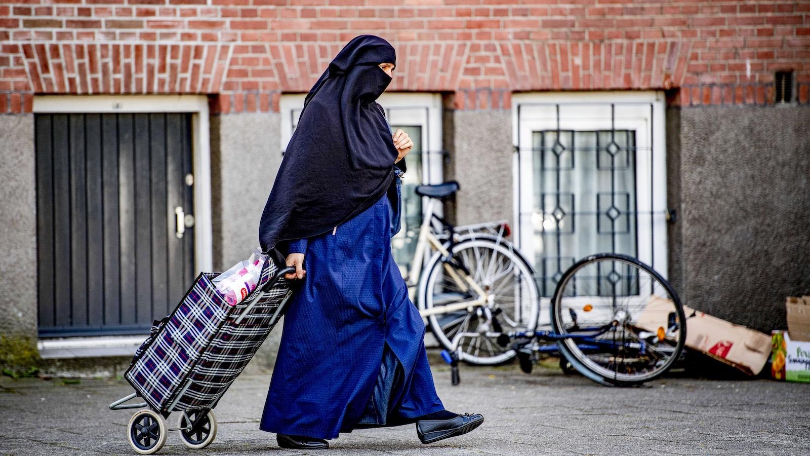 Itt a politikai korrektség második hulláma – Herman Vuijsje a bevándorlás hollandiai tapasztalatairól