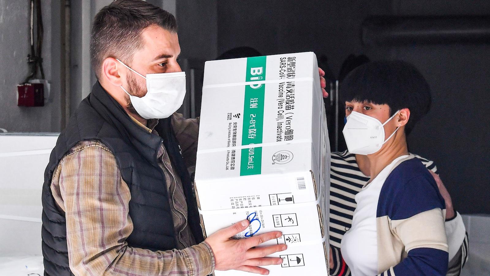 Tényleg gond van a kínai vakcinával? 5 kérdés és válasz a Sinopharm oltásáról