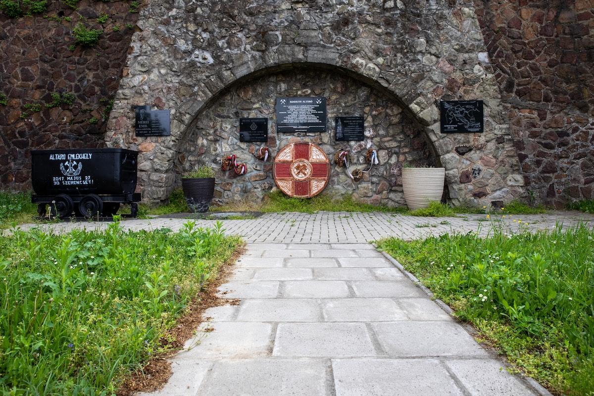 A Kossuth-altáró emlékhelye
