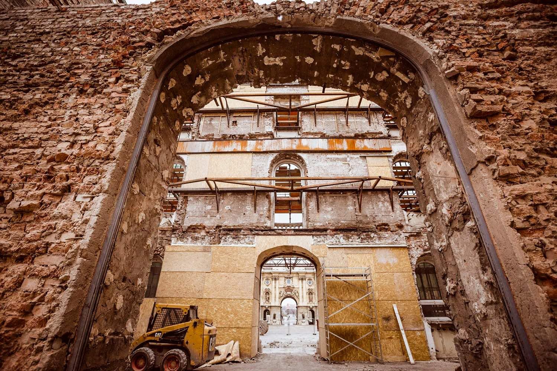 A teljesen kibelezett épületrész 2019-ben a tabáni kapu felől (forrás: Várkapitányság)