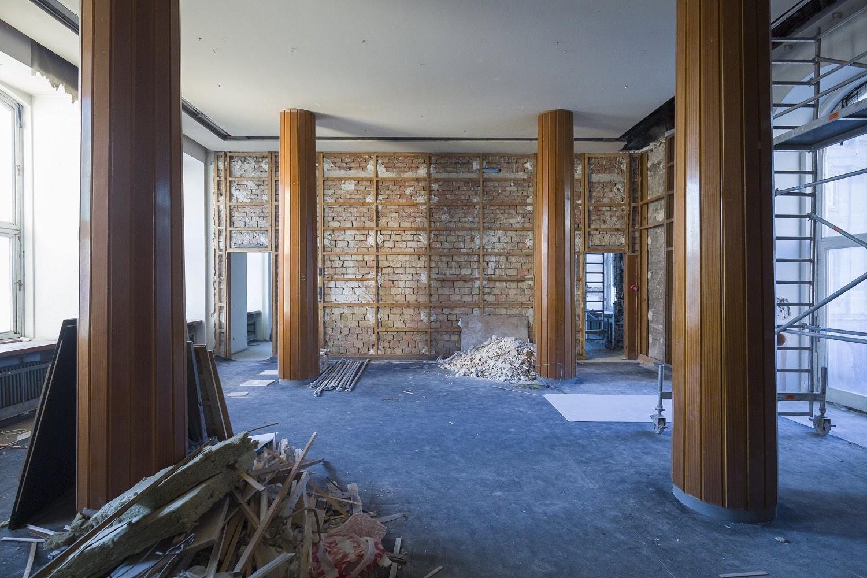 A metszettári kiállítótér bontása 2019-ben, az eredeti térszerkezet helyreállításához a falakat, a pilléreket és a födémeket is ki kellett bontani (fotó: MTI/Mohai Balázs)
