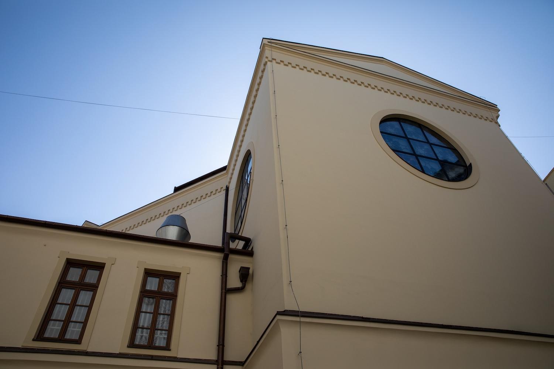 ... és udvara (fotók: Válasz Online/Vörös Szabolcs)