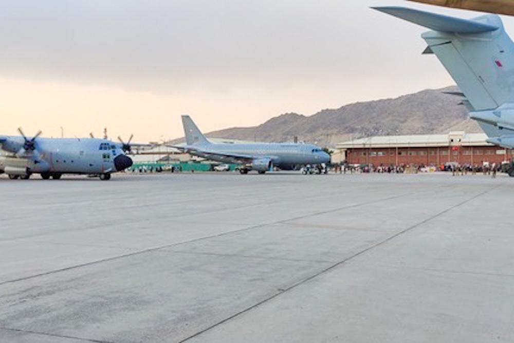 Szövetséges gépek Kabulban – középen a Magyar Légierő A319-ese (fotók: HAW)